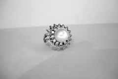 ad147_plat_pearl_ring