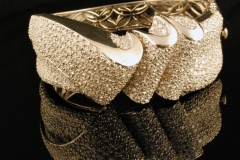 modern_18k_w.g._diamond_wave_bracelet