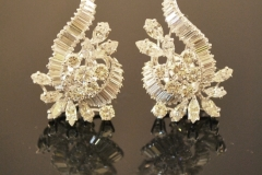ad125_deco_diamond_earrings