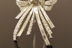 deco_diamond_bow_brooch2